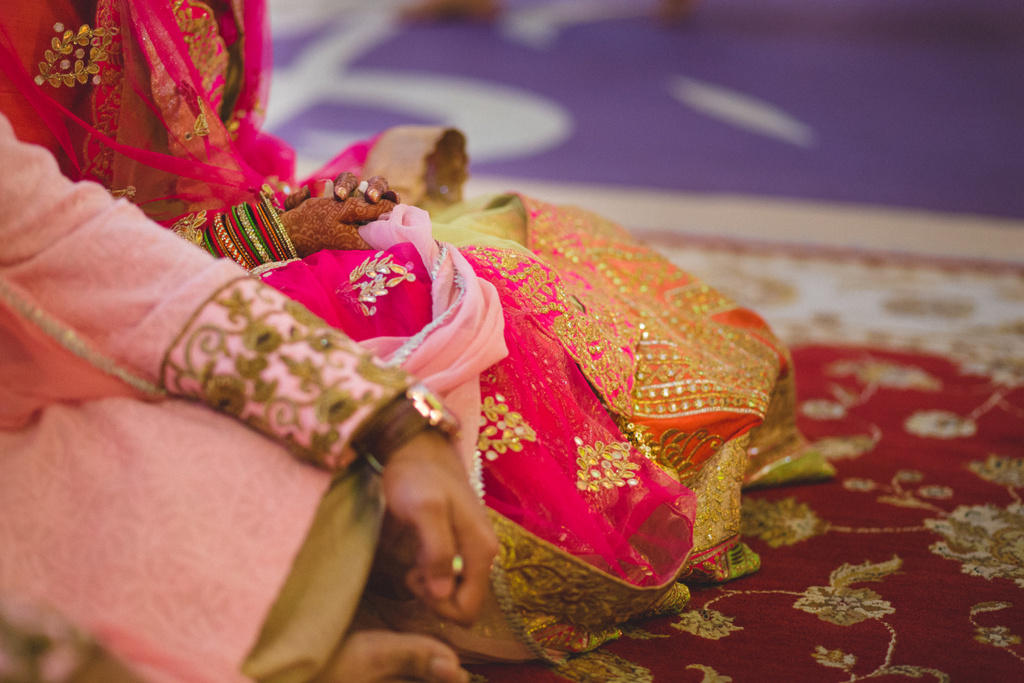 destination-wedding-photography-dubai-into-candid-gurudwara-rv-055.jpg