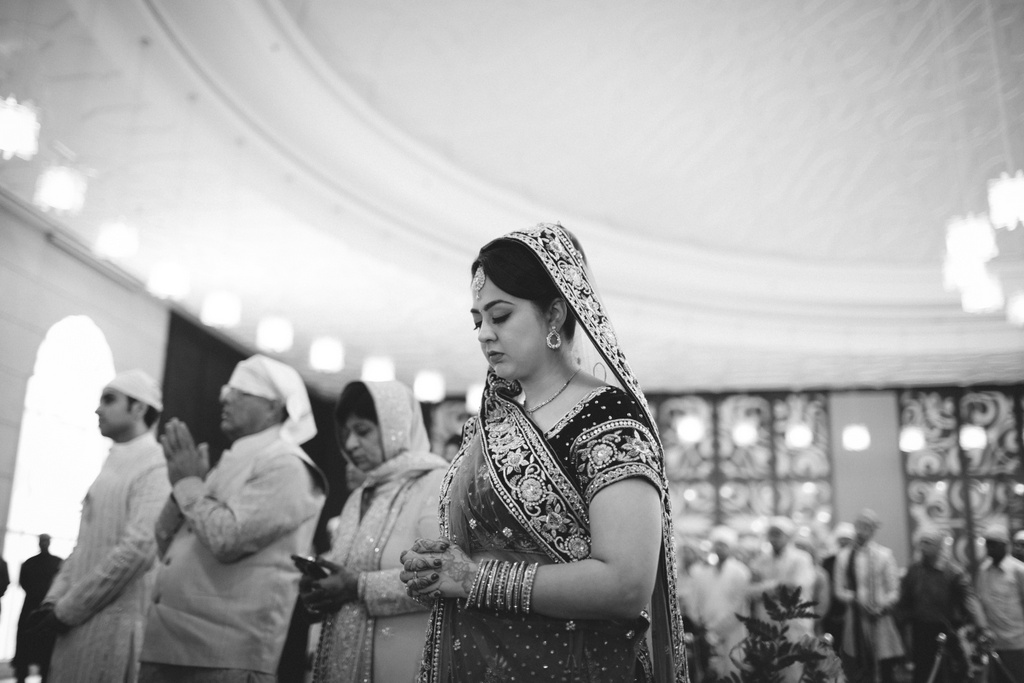 destination-wedding-photography-dubai-into-candid-gurudwara-rv-060.jpg