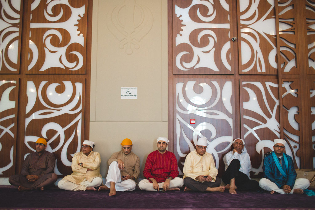 destination-wedding-photography-dubai-into-candid-gurudwara-rv-056.jpg