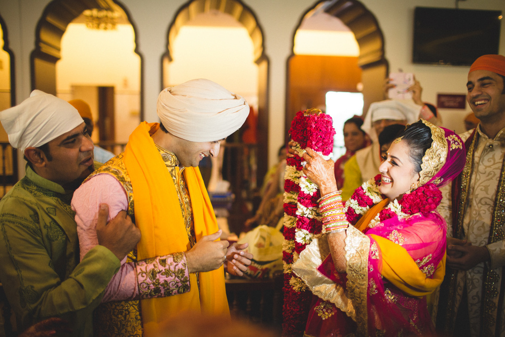 destination-wedding-photography-dubai-into-candid-gurudwara-rv-066.jpg