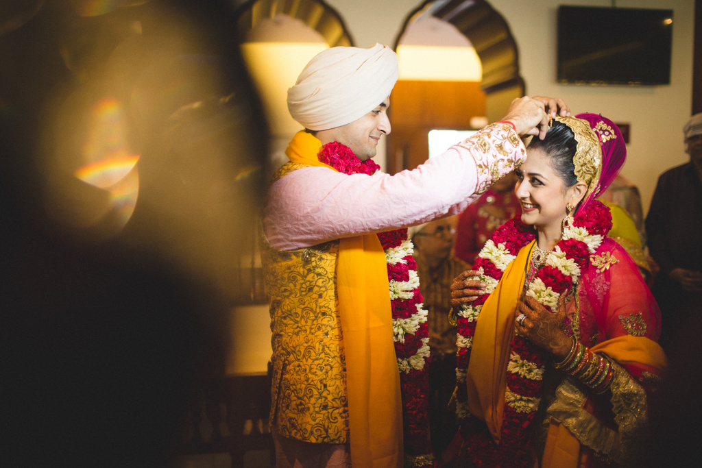 destination-wedding-photography-dubai-into-candid-gurudwara-rv-067.jpg