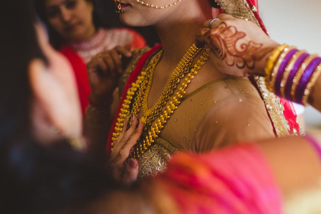 mumbai-candid-wedding-photographer-into-candid-av-27.jpg