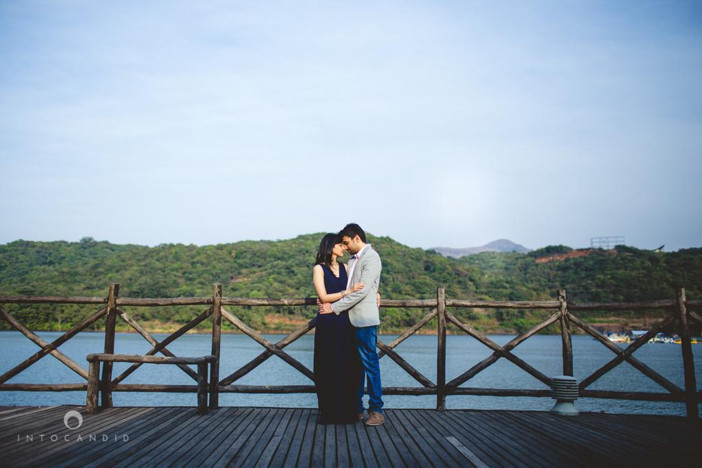 aambyvalley-lonavala-coupleshoot-prewedding-intocandid-ma-14.jpg