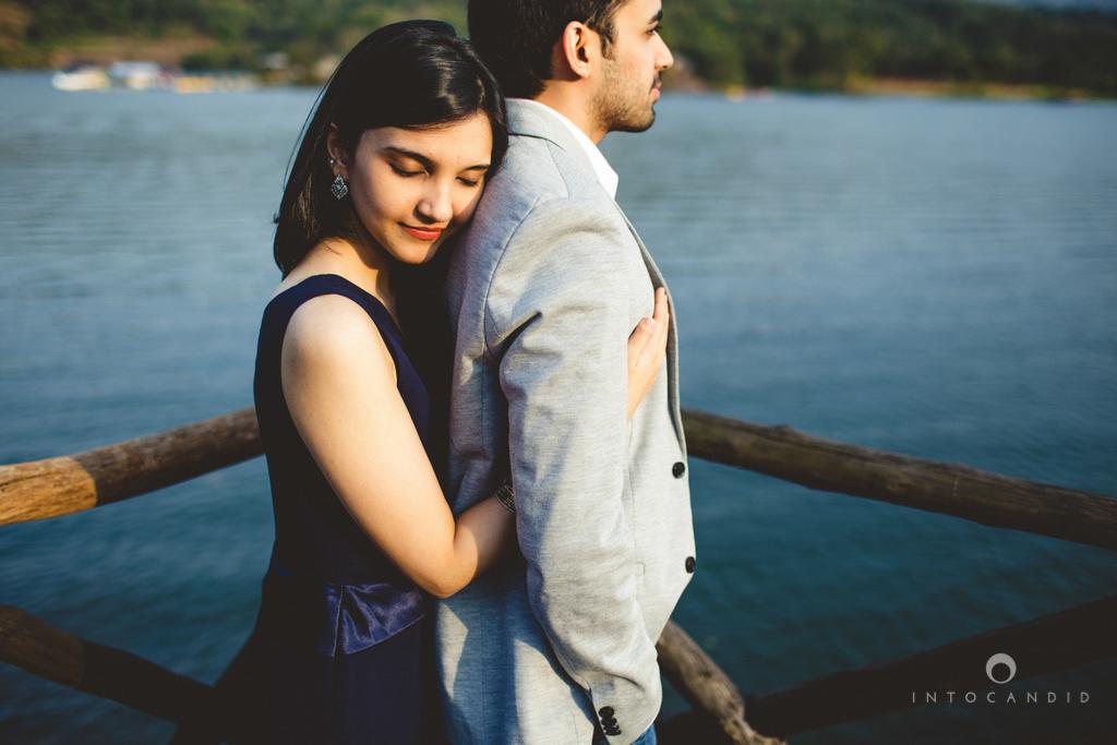 aambyvalley-lonavala-coupleshoot-prewedding-intocandid-ma-17.jpg