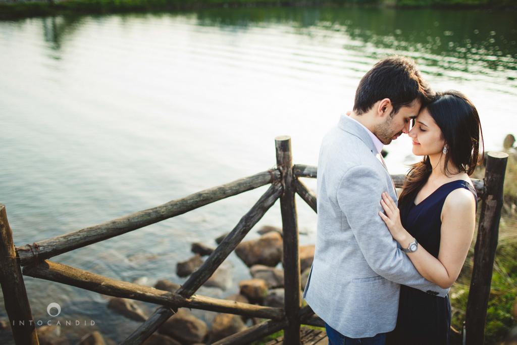 aambyvalley-lonavala-coupleshoot-prewedding-intocandid-ma-19.jpg