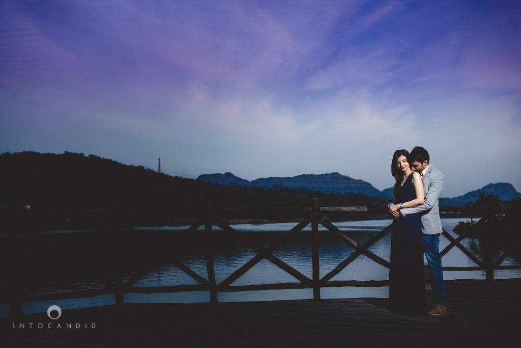aambyvalley-lonavala-coupleshoot-prewedding-intocandid-ma-25.jpg
