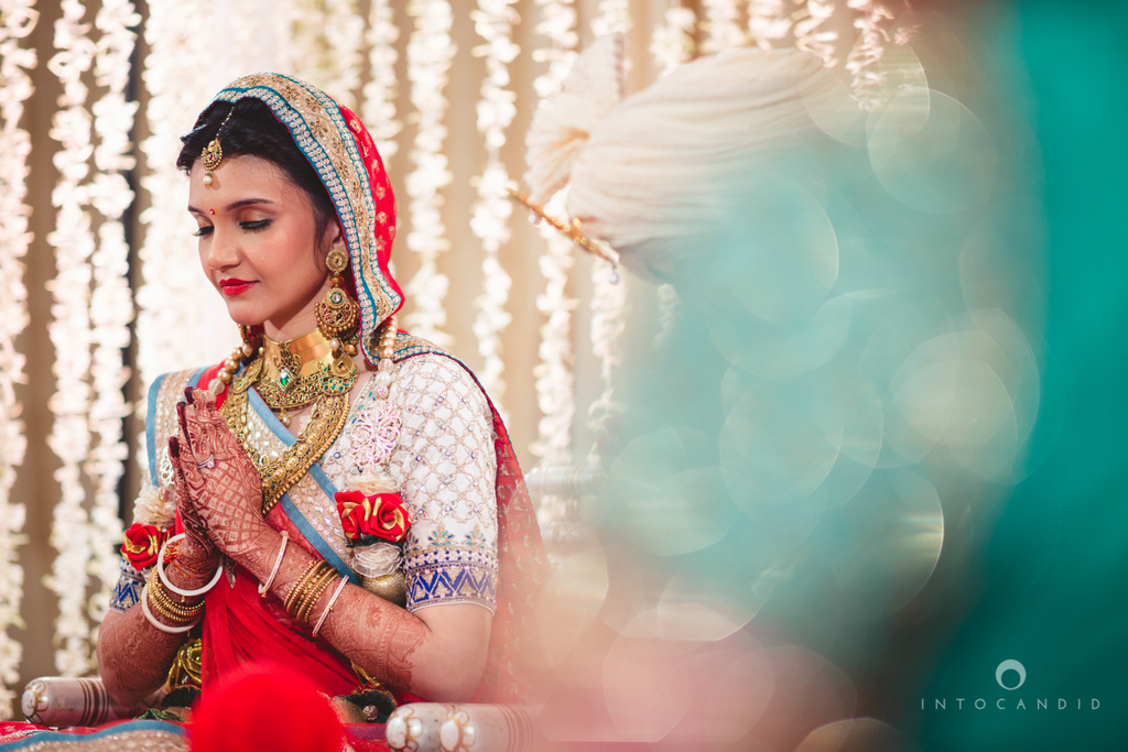 saharastar-mumbai-hindu-wedding-photography-intocandid-ma-34.jpg