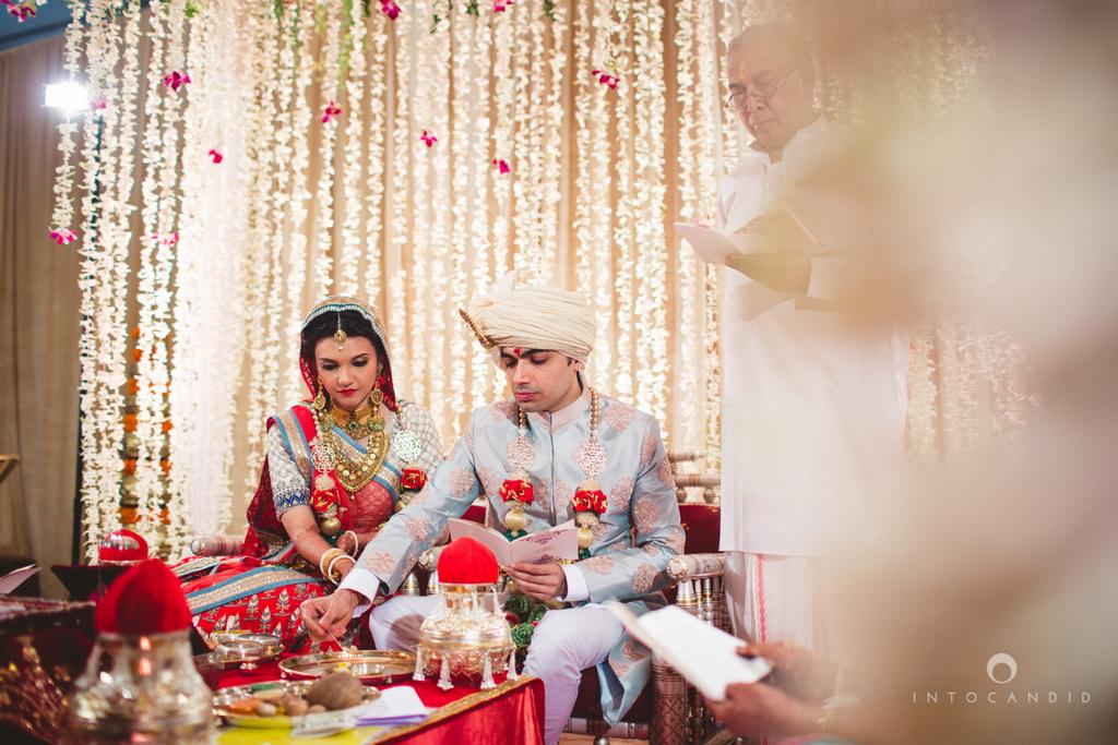 saharastar-mumbai-hindu-wedding-photography-intocandid-ma-37.jpg
