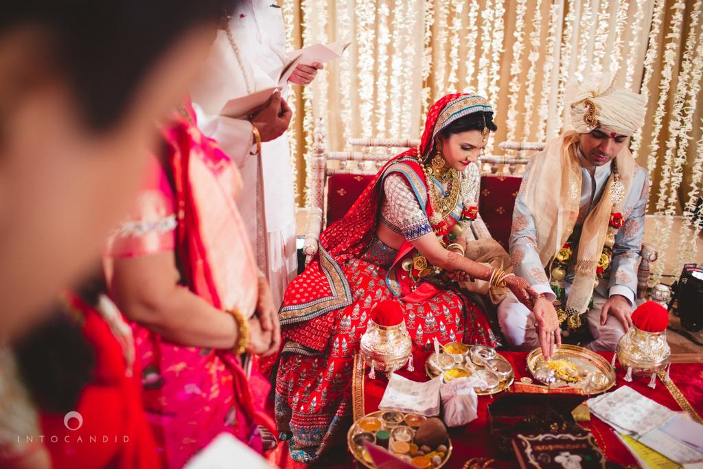 saharastar-mumbai-hindu-wedding-photography-intocandid-ma-41.jpg