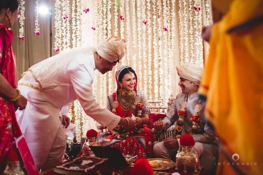 saharastar-mumbai-hindu-wedding-photography-intocandid-ma-42.jpg