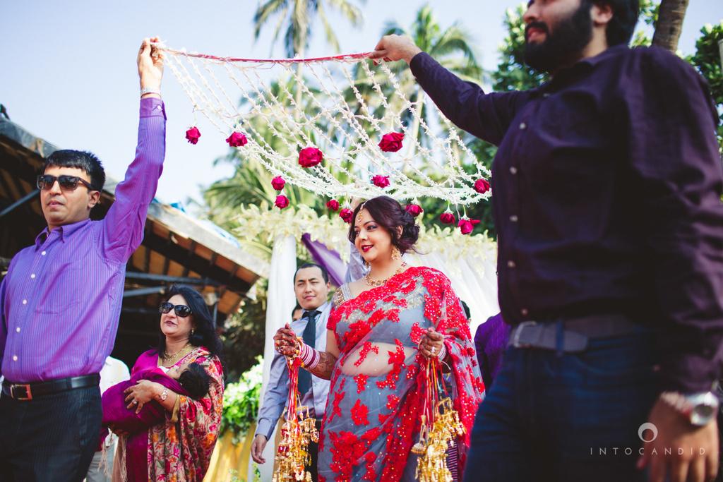 juhuhotel-mumbai-hindu-wedding-photography-intocandid-photography-nj-14.jpg