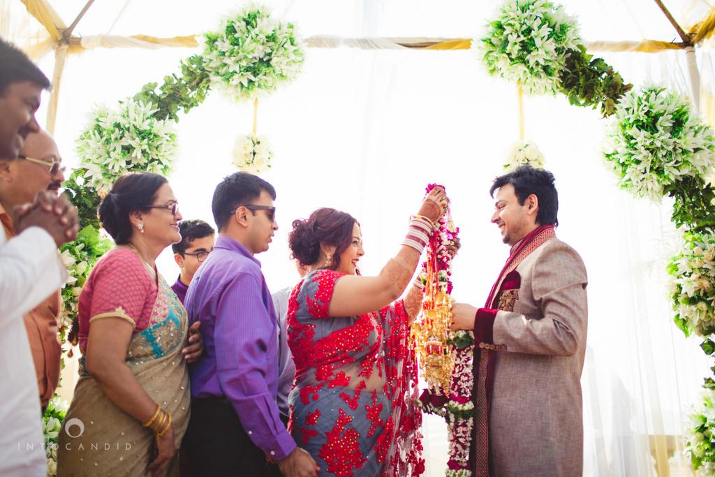 juhuhotel-mumbai-hindu-wedding-photography-intocandid-photography-nj-15.jpg