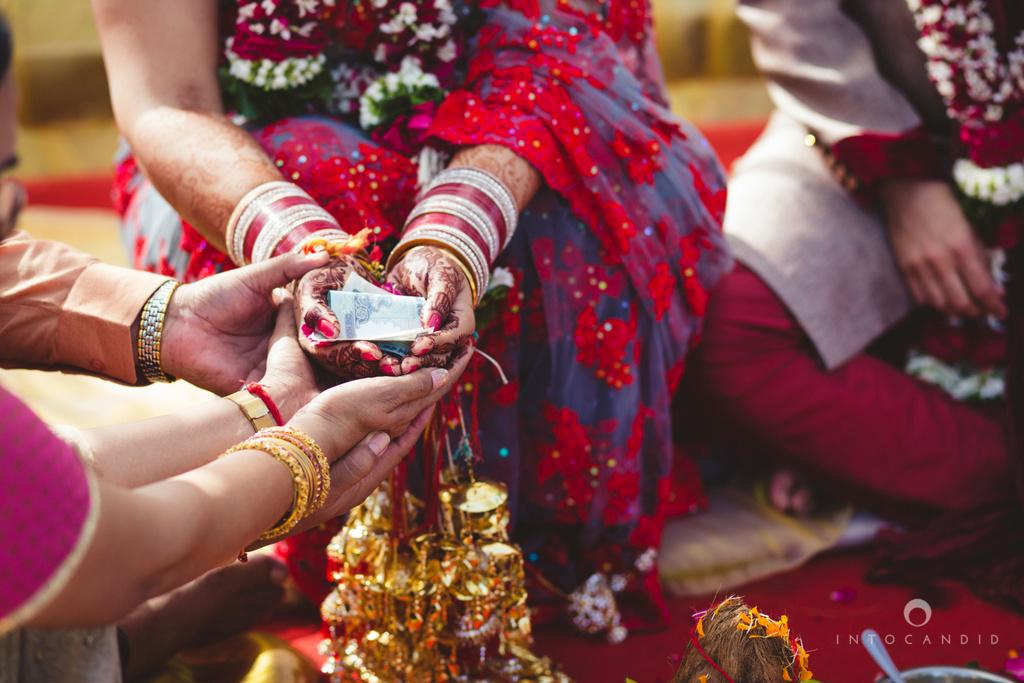 juhuhotel-mumbai-hindu-wedding-photography-intocandid-photography-nj-19.jpg