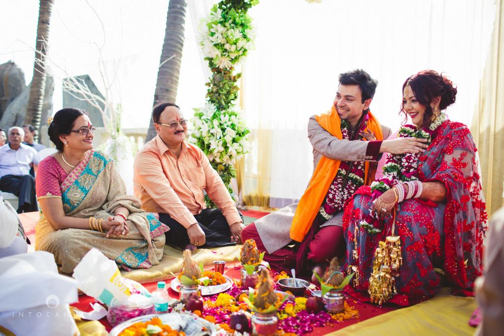 juhuhotel-mumbai-hindu-wedding-photography-intocandid-photography-nj-27.jpg