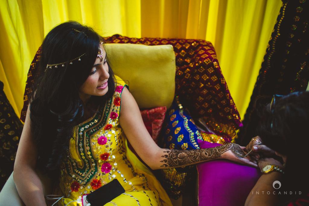 01-dubai-destination-wedding-into-candid-photography-mehendi-pr-12.jpg