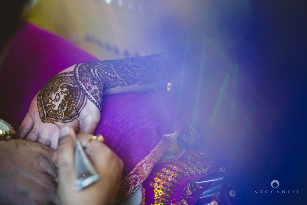 01-dubai-destination-wedding-into-candid-photography-mehendi-pr-13.jpg