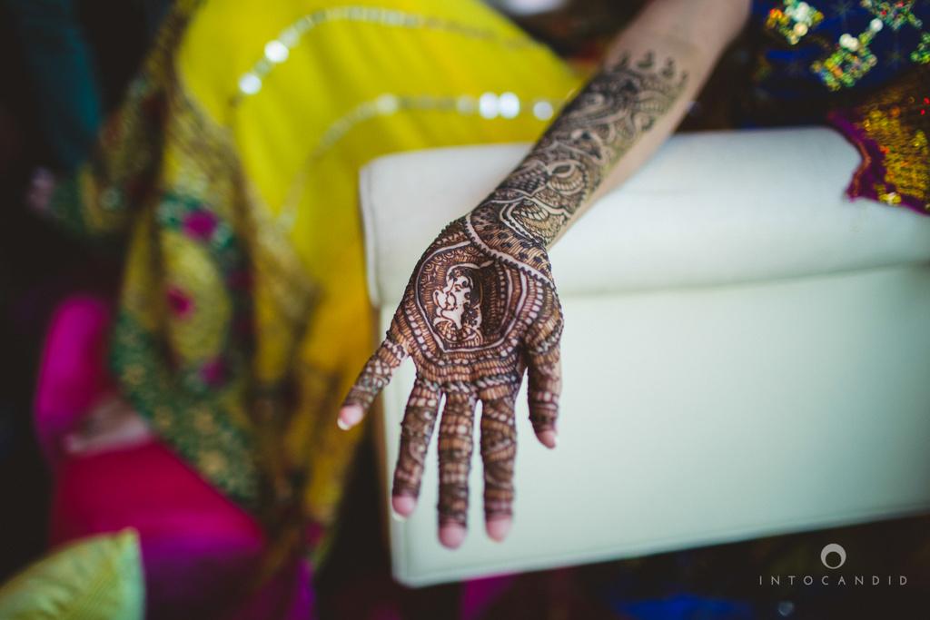 01-dubai-destination-wedding-into-candid-photography-mehendi-pr-16.jpg