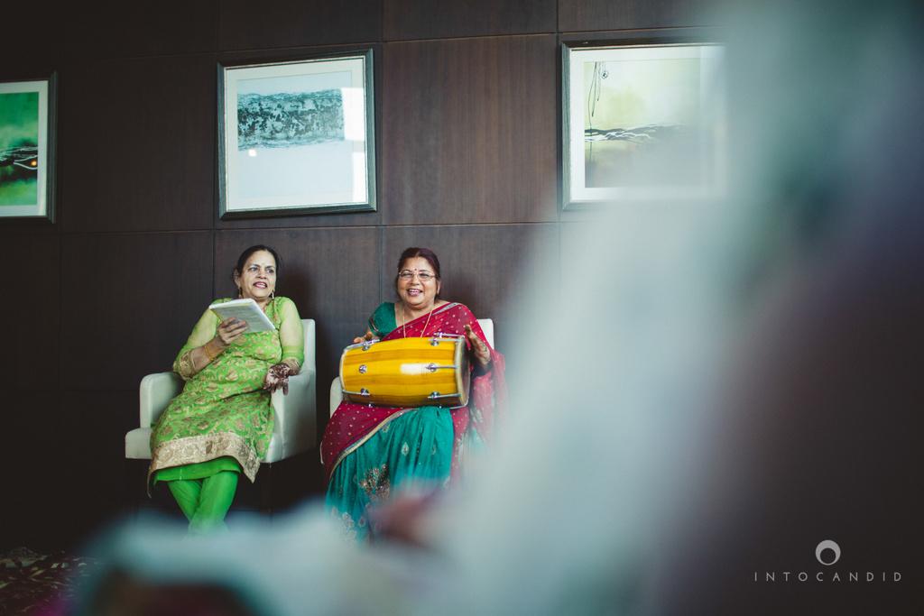 01-dubai-destination-wedding-into-candid-photography-mehendi-pr-22.jpg