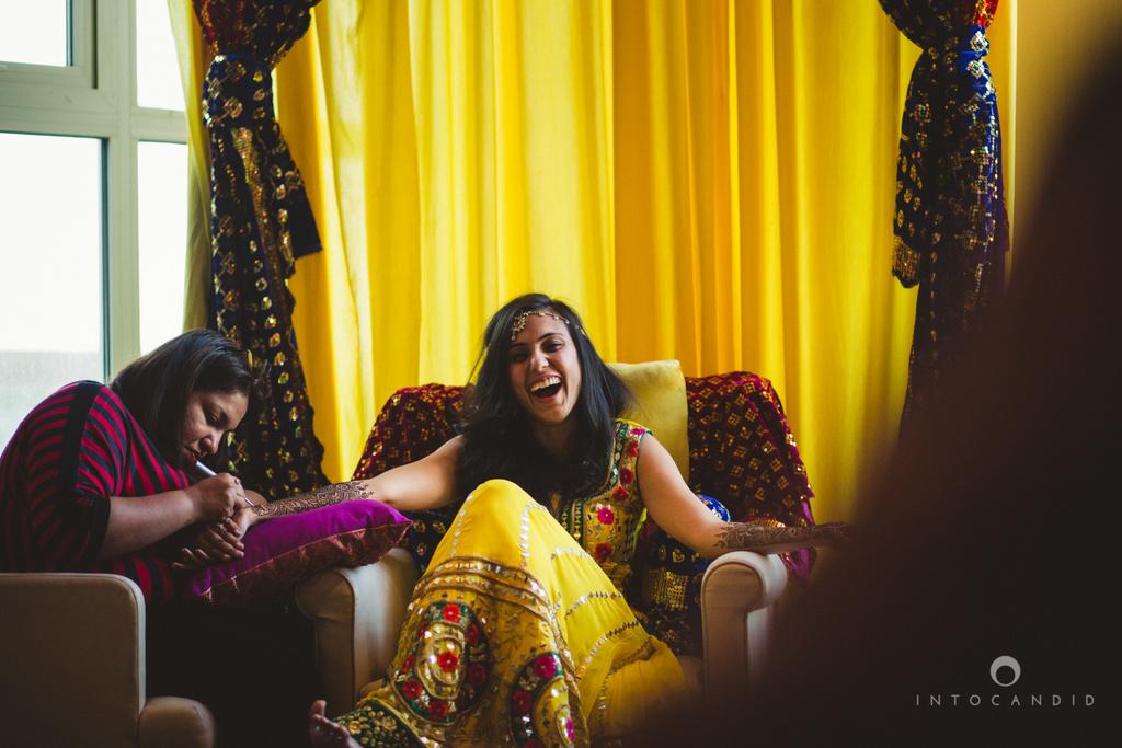 01-dubai-destination-wedding-into-candid-photography-mehendi-pr-23.jpg