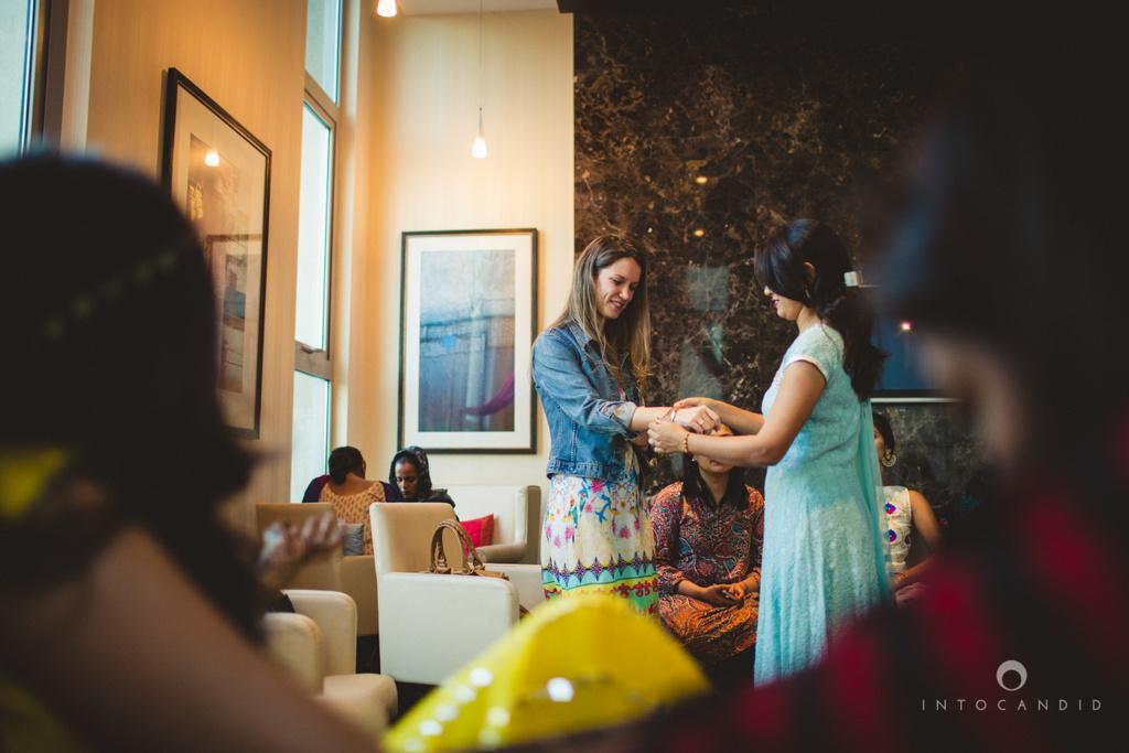 01-dubai-destination-wedding-into-candid-photography-mehendi-pr-25.jpg