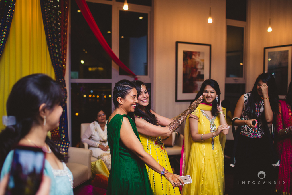 01-dubai-destination-wedding-into-candid-photography-mehendi-pr-30.jpg