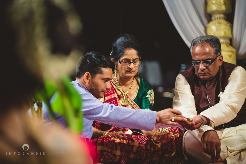 mumbai-pheras-intocandid-wedding-photography-ps-31.jpg