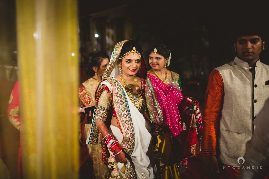 mumbai-pheras-intocandid-wedding-photography-ps-39.jpg
