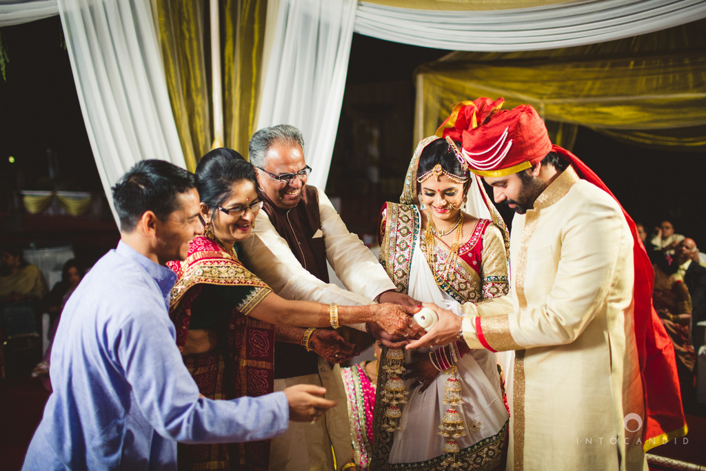 mumbai-pheras-intocandid-wedding-photography-ps-42.jpg