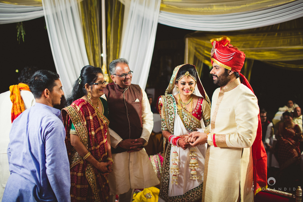 mumbai-pheras-intocandid-wedding-photography-ps-43.jpg