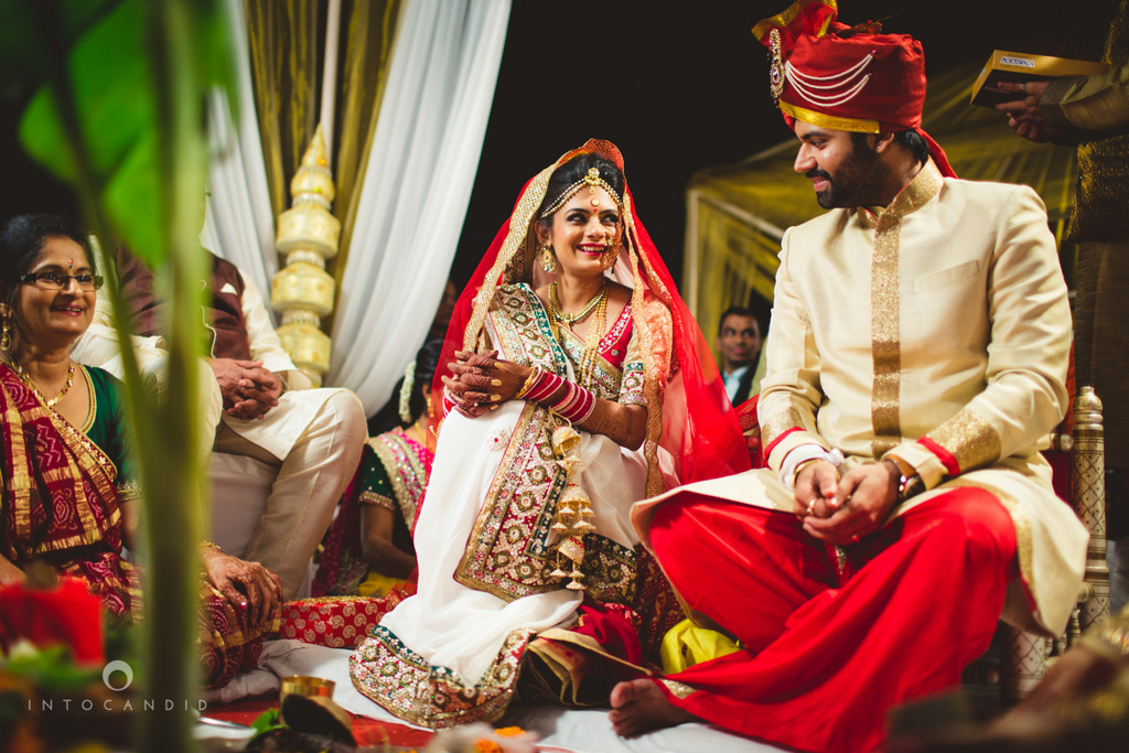 mumbai-pheras-intocandid-wedding-photography-ps-47.jpg