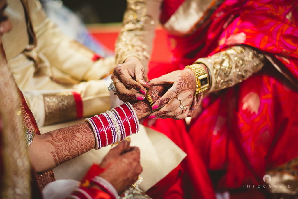 mumbai-pheras-intocandid-wedding-photography-ps-48.jpg
