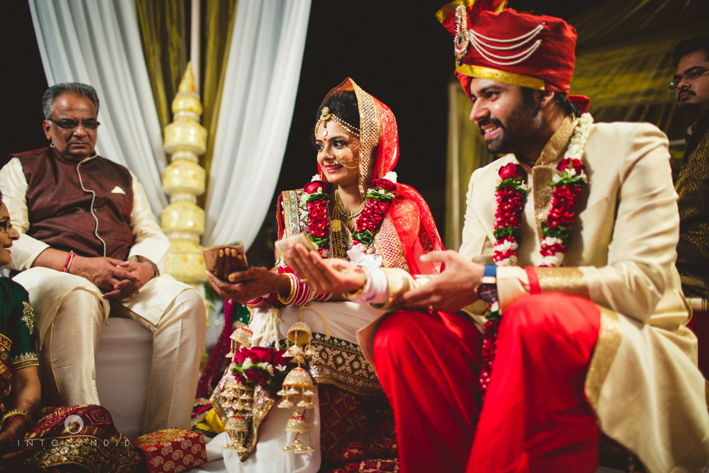 mumbai-pheras-intocandid-wedding-photography-ps-51.jpg