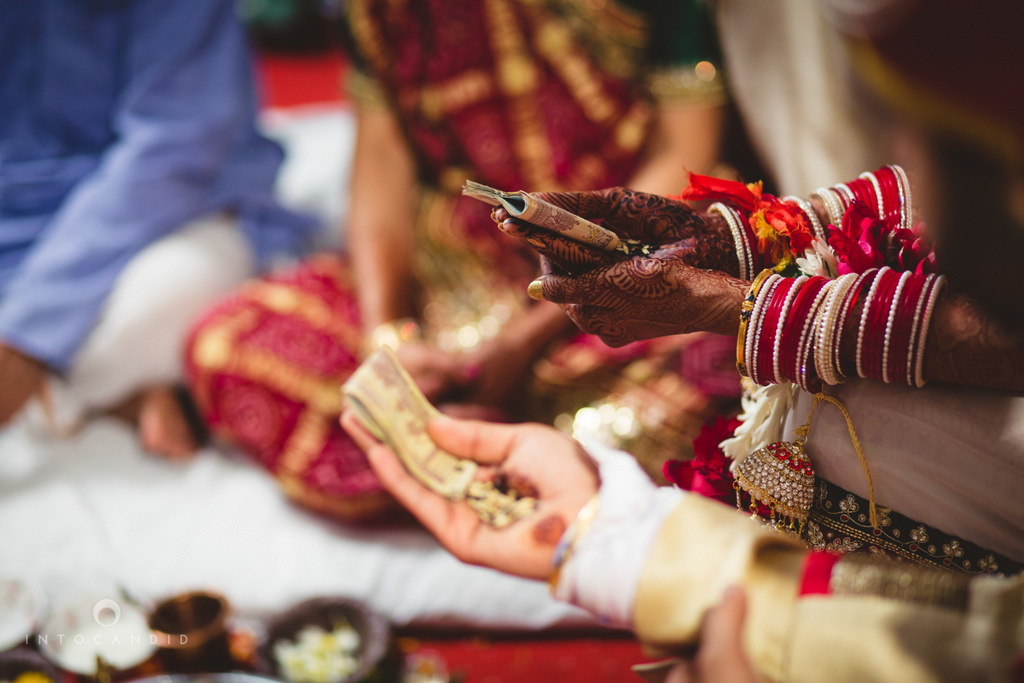 mumbai-pheras-intocandid-wedding-photography-ps-52.jpg
