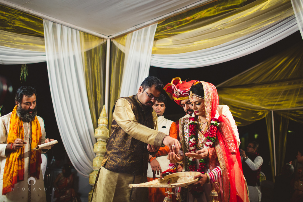 mumbai-pheras-intocandid-wedding-photography-ps-57.jpg