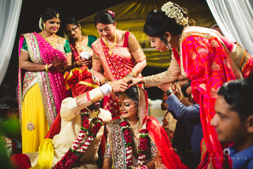 mumbai-pheras-intocandid-wedding-photography-ps-66.jpg