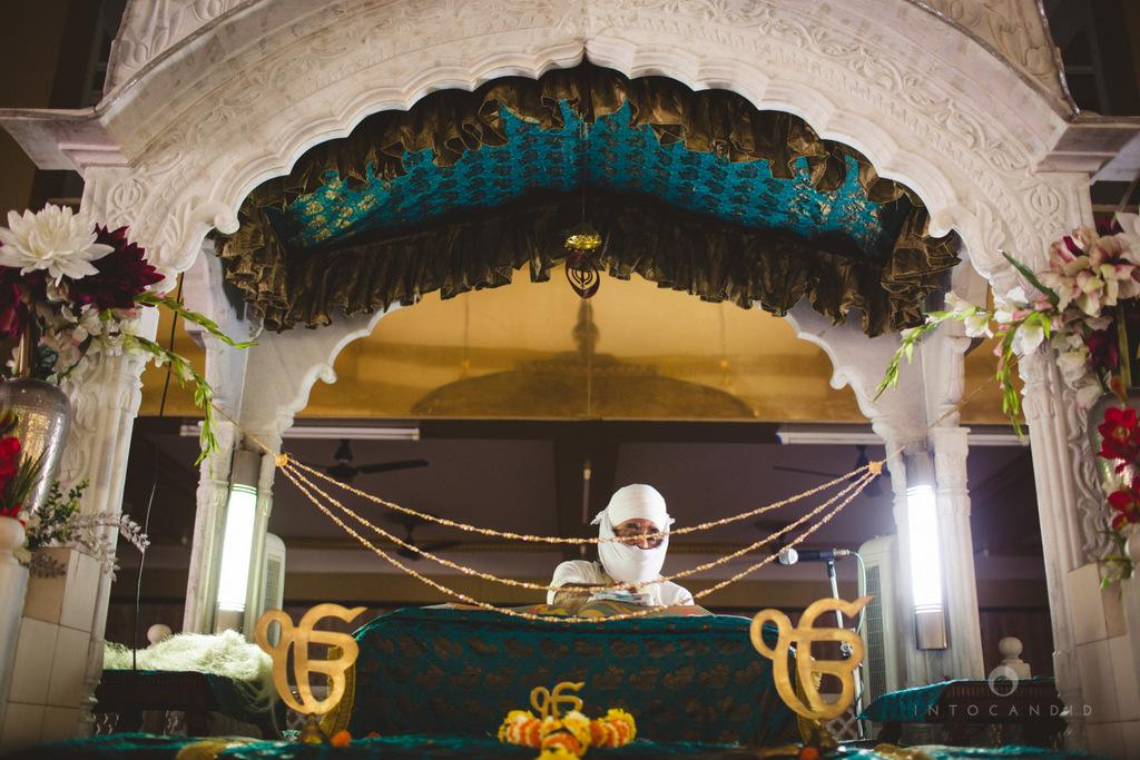 gurudwara-wedding-mumbai-photography-candid-jv-39.jpg