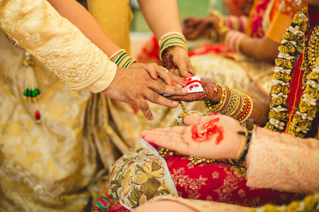 mumbai-gujarati-wedding-photographer-intocandid-photography-tg-061.jpg