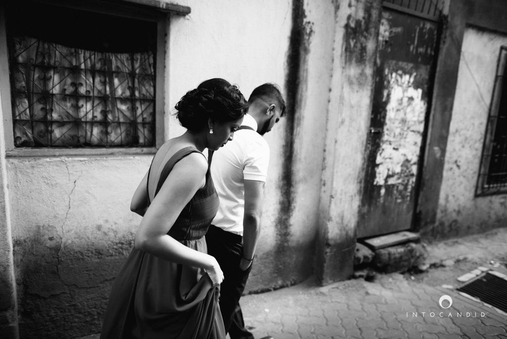 mumbai-street-prewedding-session-intocandid-wedding-photographer-ankitavikrant-05.jpg