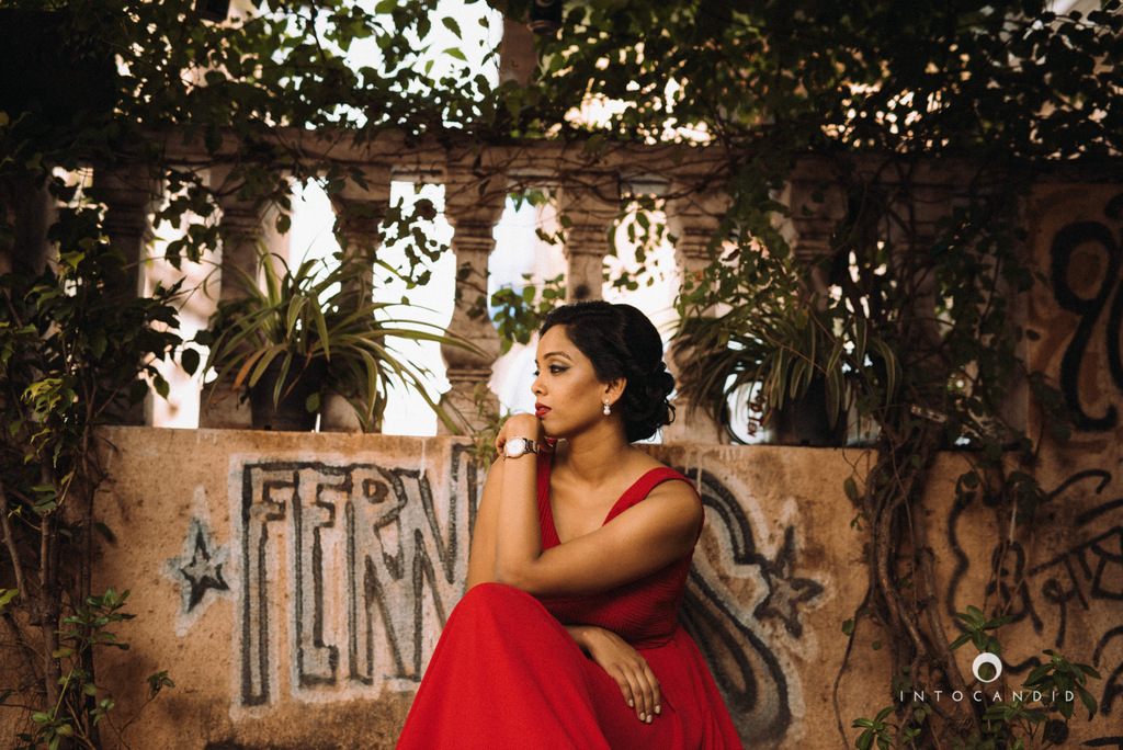 mumbai-street-prewedding-session-intocandid-wedding-photographer-ankitavikrant-06.jpg