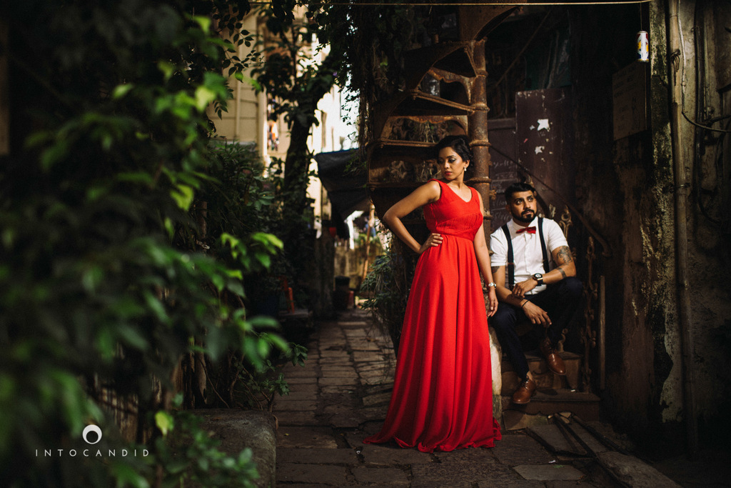 mumbai-street-prewedding-session-intocandid-wedding-photographer-ankitavikrant-17.jpg