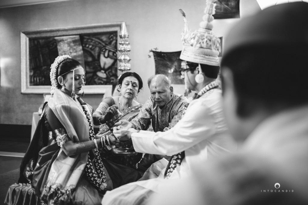 mumbai-wedding-photographers-intocandid-maharashtrian-wedding-photography-sa-25.jpg