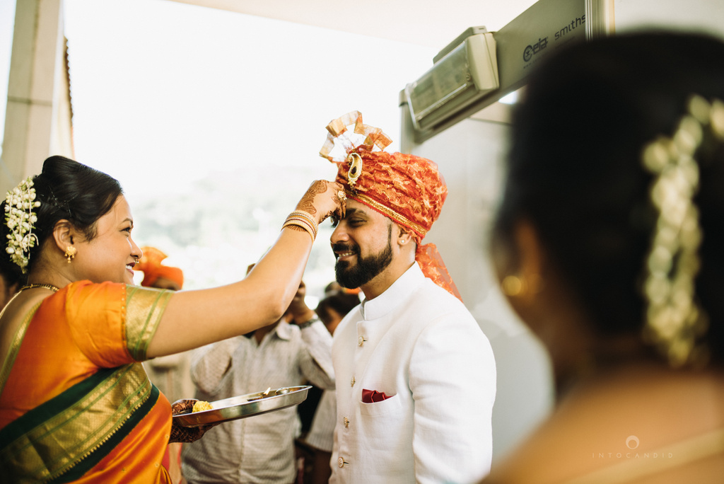 mumbai_marathi_wedding_photographer_intocandid_photography_ketan_manasvi_070.jpg