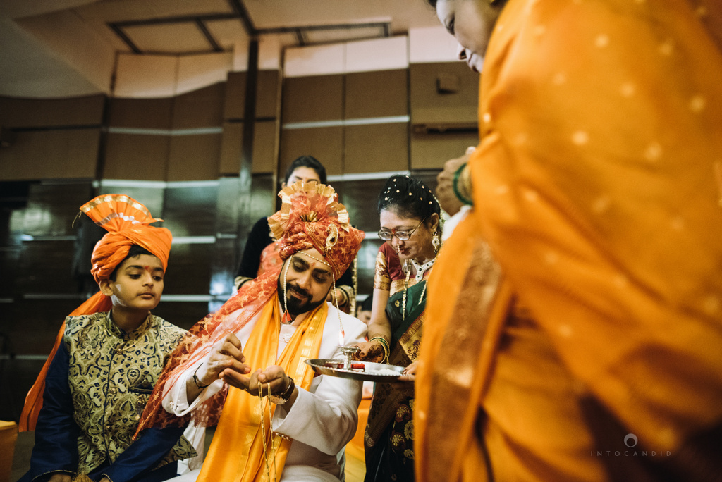 mumbai_marathi_wedding_photographer_intocandid_photography_ketan_manasvi_078.jpg