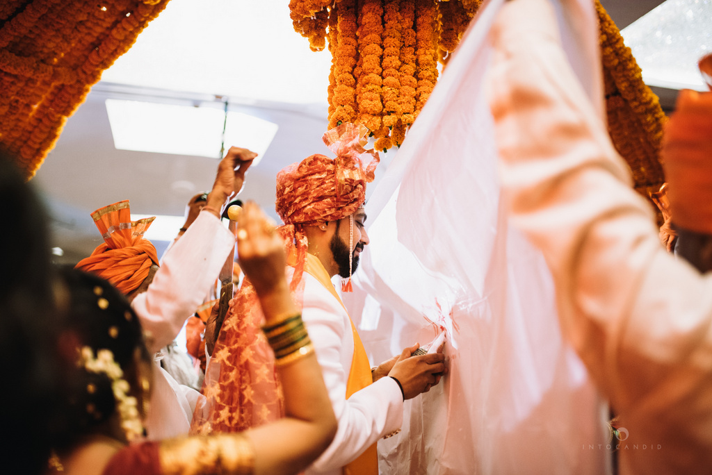 mumbai_marathi_wedding_photographer_intocandid_photography_ketan_manasvi_088.jpg