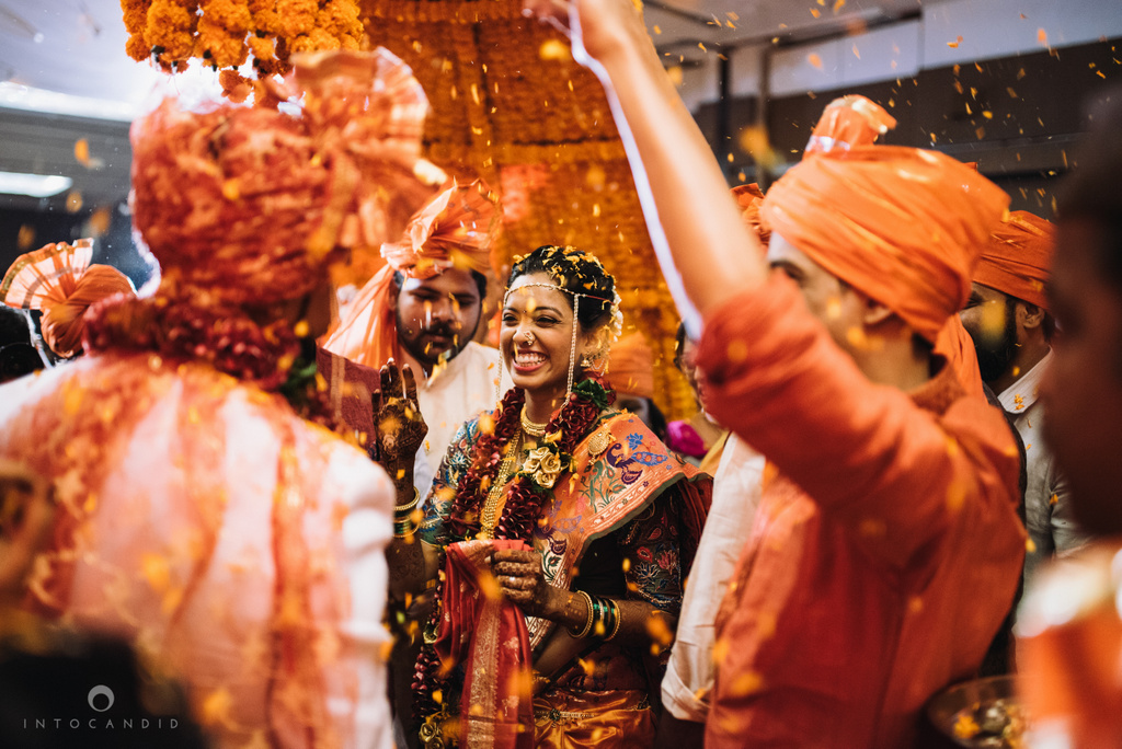 mumbai_marathi_wedding_photographer_intocandid_photography_ketan_manasvi_090.jpg