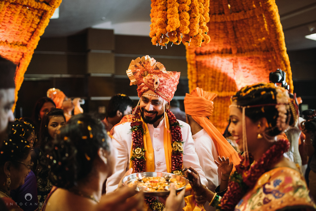 mumbai_marathi_wedding_photographer_intocandid_photography_ketan_manasvi_093.jpg
