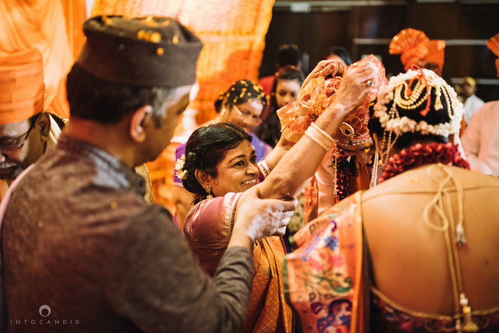 mumbai_marathi_wedding_photographer_intocandid_photography_ketan_manasvi_095.jpg