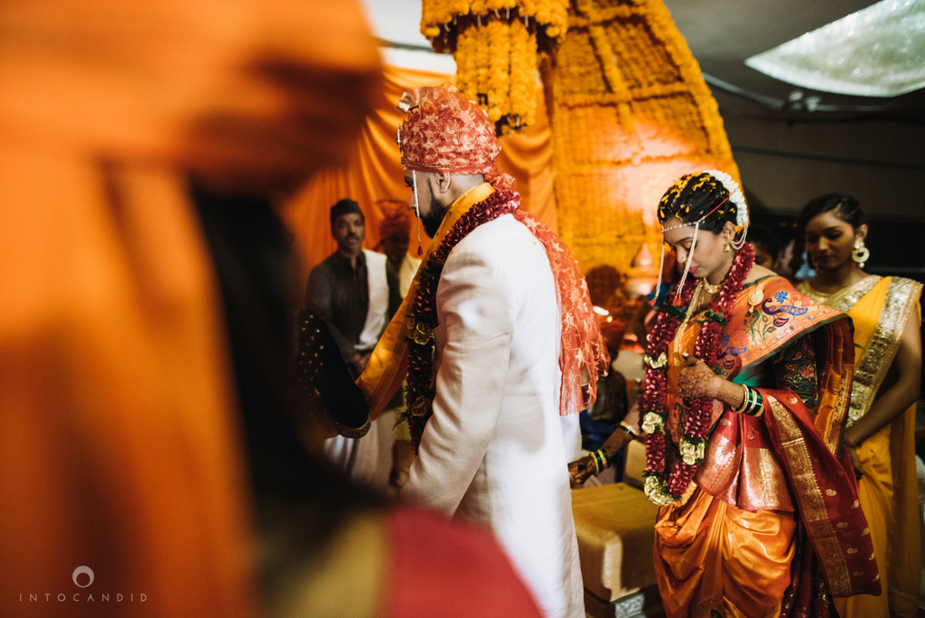 mumbai_marathi_wedding_photographer_intocandid_photography_ketan_manasvi_099.jpg