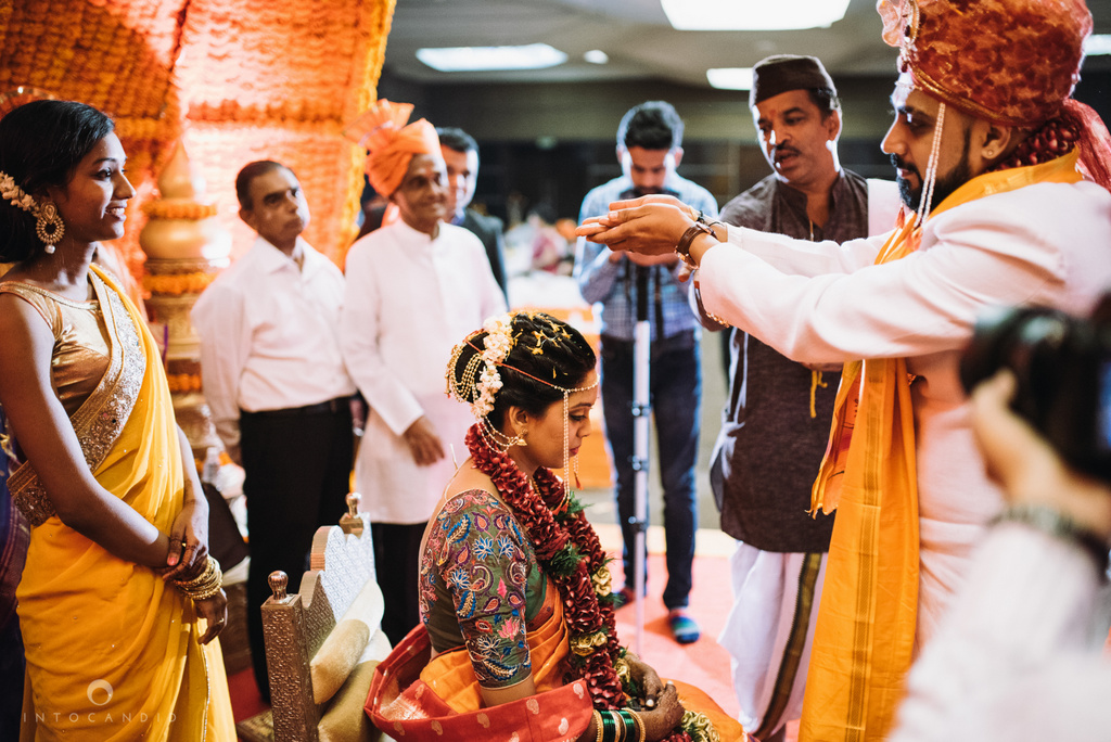 mumbai_marathi_wedding_photographer_intocandid_photography_ketan_manasvi_108.jpg