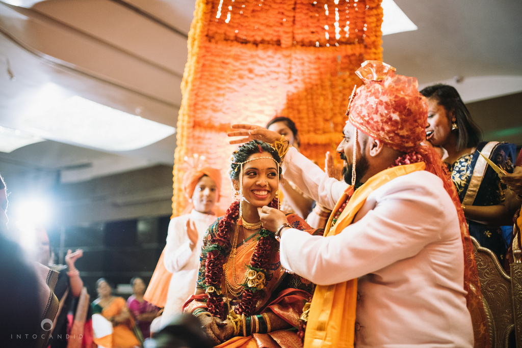 mumbai_marathi_wedding_photographer_intocandid_photography_ketan_manasvi_109.jpg